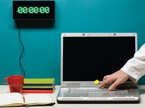 Có nên shutdown máy tính khi không sử dụng?