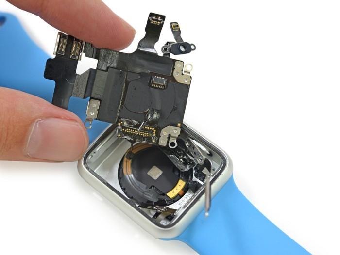 techsignin-ben-trong-apple-watch-47