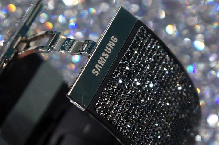 techsignin-gear-a-smartwatch-mat-tron-samsung