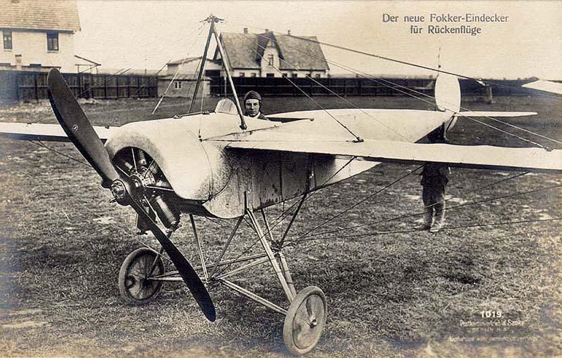 Fokker trên chiếc máy bay Eindecker.