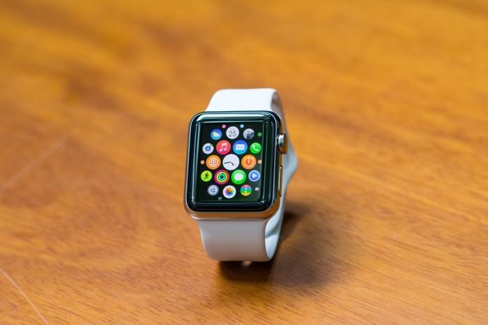 Mặt trước khi đã vào giao diện người dùng. Màn hình Apple Watch rất đẹp