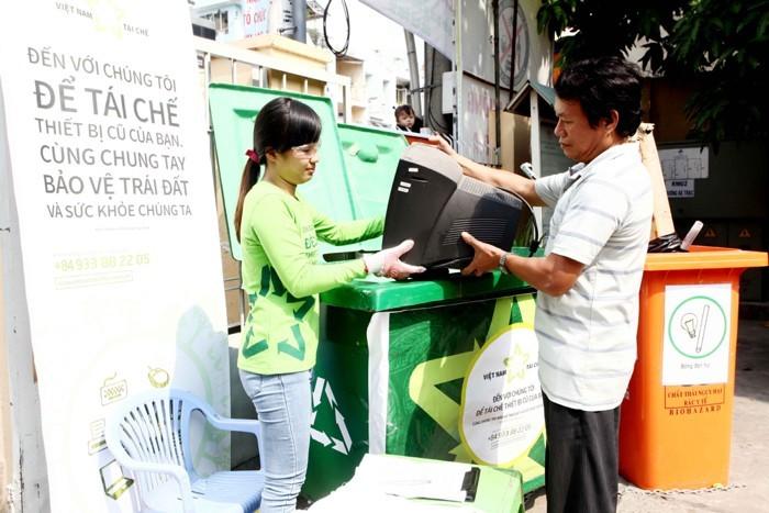 techsignin-vietnam-recycles-ho-tro-thu-gom-rac-dien-tu-1