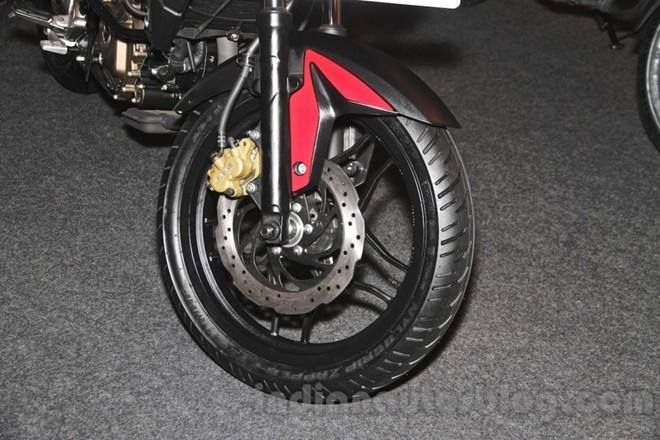 Phanh đĩa trước đường kính 280 mm, không tích hợp ABS.