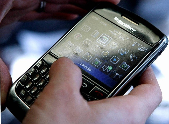 blackberry-se-san-xuat-mot-mau-smartphone-co-kha-nang-mien-khuan