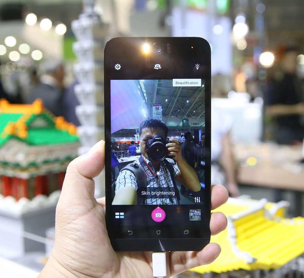 can-canh-zenfone-selfie-smartphone-asus-chuyen-dung-cho-viec-tu-suong-2