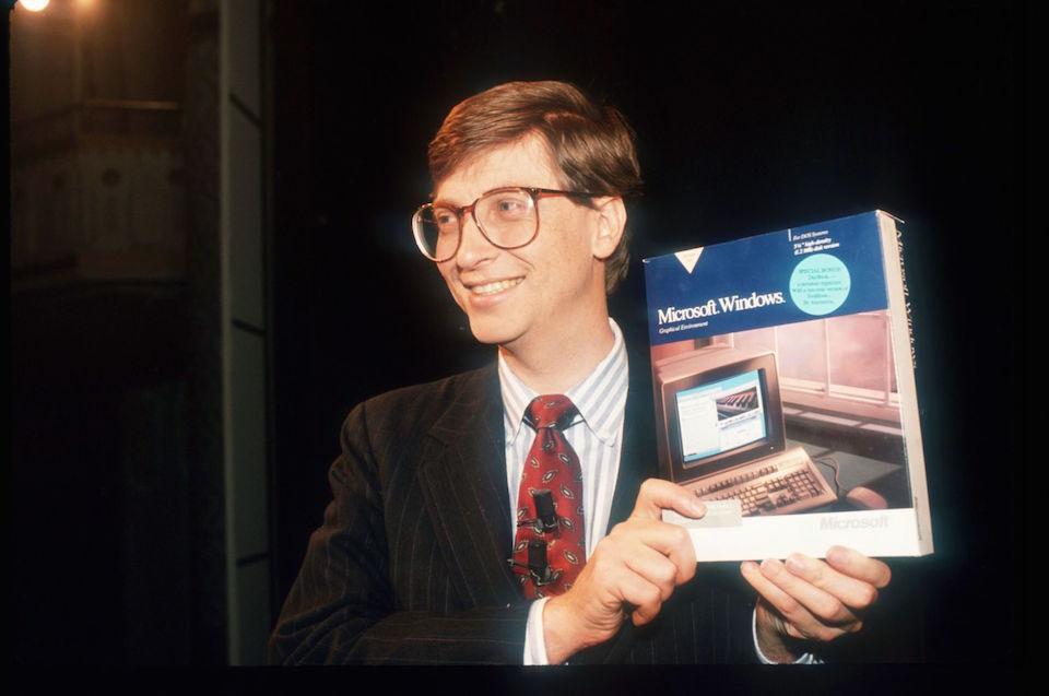 Bill Gates giới thiệu một phiên bản Windows.