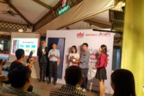 Đại diện Hnnammobile cùng Digiworld trao quà may mắn là chiếc Obi Worldphone SF1