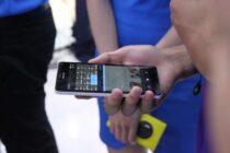 Viễn Thông A tổ chức trải nghiệm thực tế Lumia 950 XL cùng các phụ kiện kèm theo máy.