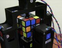 Chú Robot hoàn thành Rubic trong vòng 1 giây