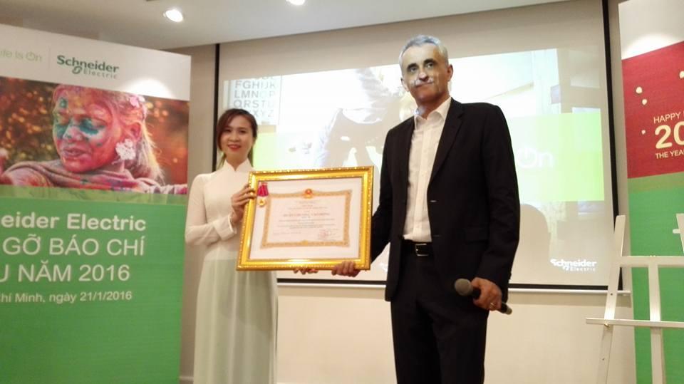 Schneider Electric đón nhận huân chương lao động hạng Ba do Nhà nước trao tặng