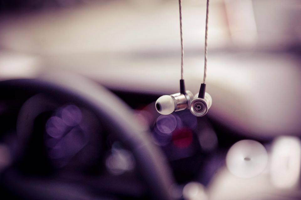 Đánh giá tai nghe Gee By DKL: thiết kế đẹp, chất âm phù hợp cho giới trẻ.