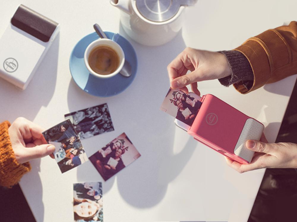 Prynt máy chụp ảnh lấy liền hoạt động với iPhone và Samsung