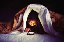 10 lý do cha mẹ nên chấm dứt việc bỏ mặc trẻ với những thiết bị công nghệ