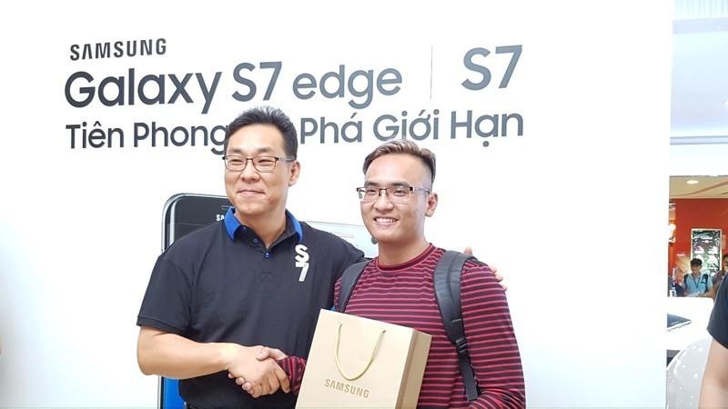 Video mở bán Samsung Galaxy S7 tại TP.HCM