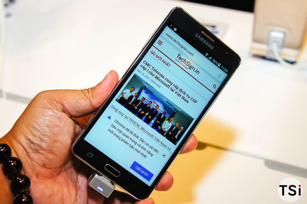 Ảnh thực tế Samsung Galaxy On7: màn hình lớn và sáng, cảm ứng mượt