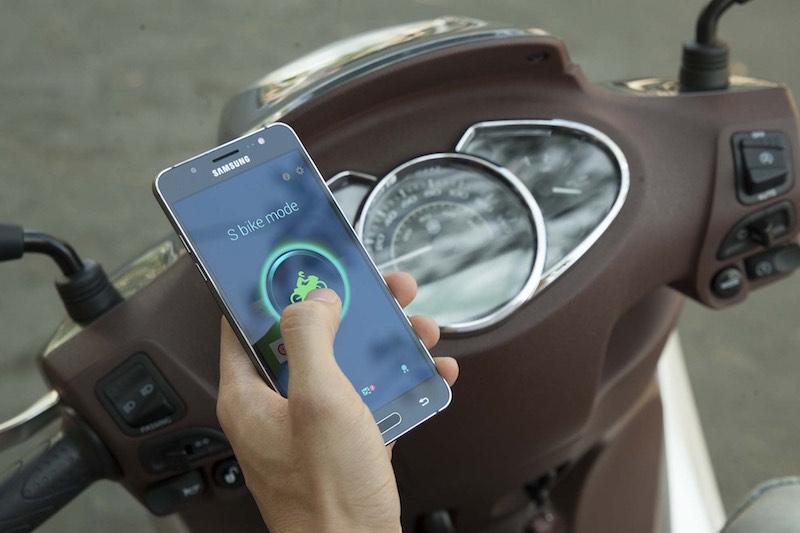 Galaxy J5 và J7 (2016) tích hợp S-bike an toàn cho người đi xe máy