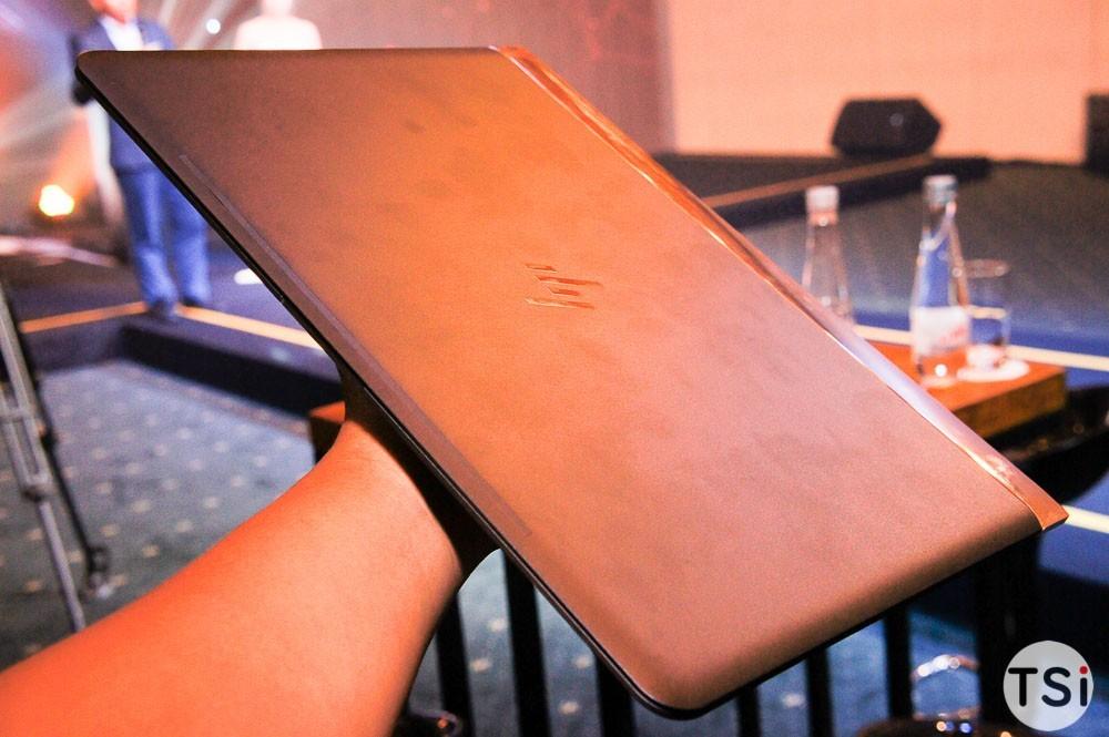 Ảnh cận cảnh laptop mỏng nhất thế giới của HP
