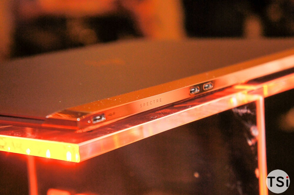HP ra mắt MTXT mỏng nhất thế giới, bằng viên pin AAA, giá 43 triệu