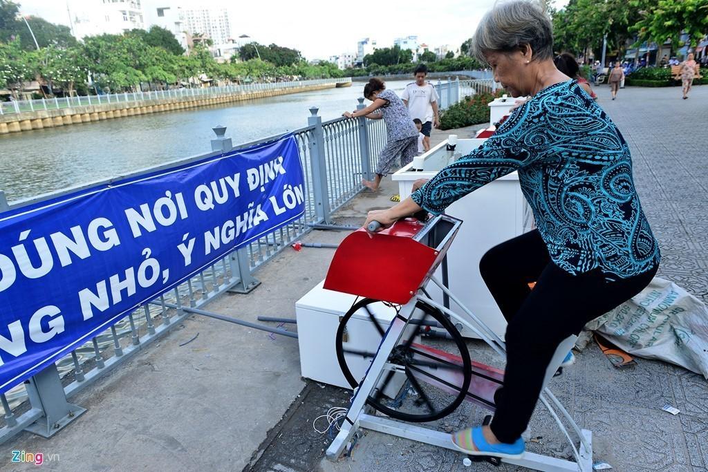 Sài Gòn có máy tập thể dục lọc nước đầu tiên ở kênh Nhiêu Lộc