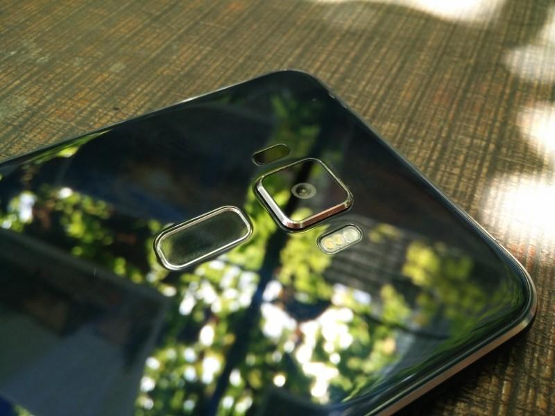 Ảnh Asus ZenFone 3 trước thời điểm chính thức: long lanh, to, cấu hình mạnh