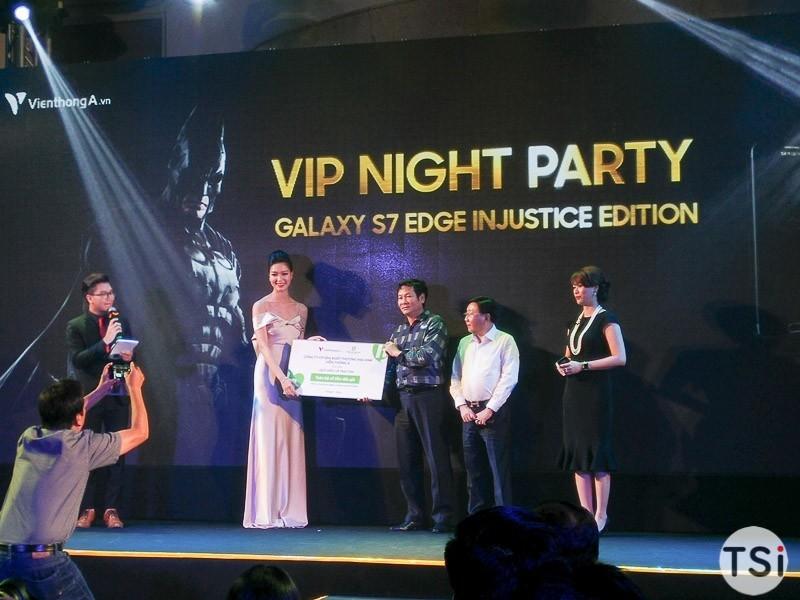 Viễn Thông A bán chiếc Galaxy S7 Edge Injustic được 360 triệu đồng, toàn bộ được ủng hộ quỹ thiện nguyện