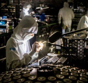 Bên trong nhà máy sản xuất ống kính của Sigma tại Aizu - Nhật Bản