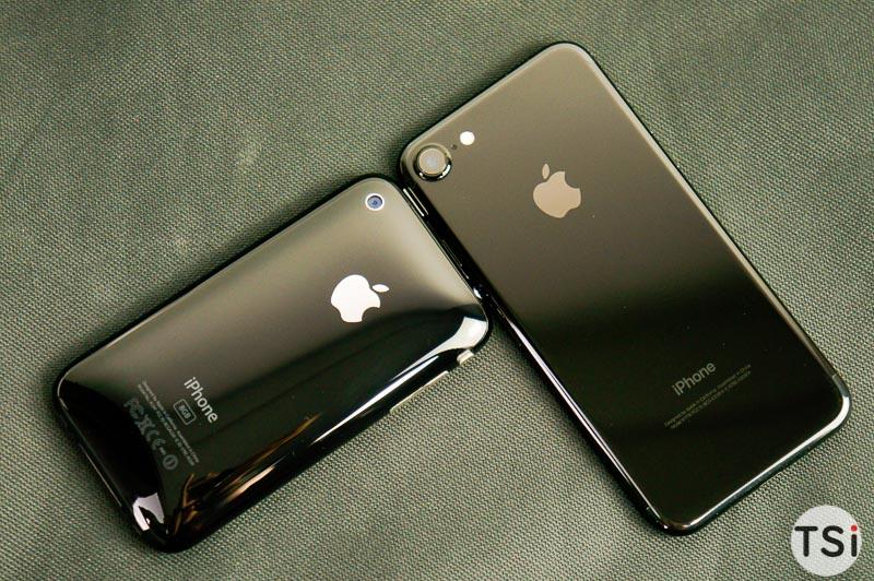 Ảnh thực tế iPhone 7 Jet Black vừa về Việt Nam, so sánh cùng iPhone 3Gs của năm 2008