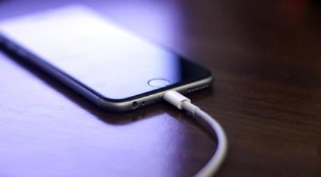 """Nhung thoi quen tai hai khien iPhone cua ban som """"ra di""""-Hinh-2"""