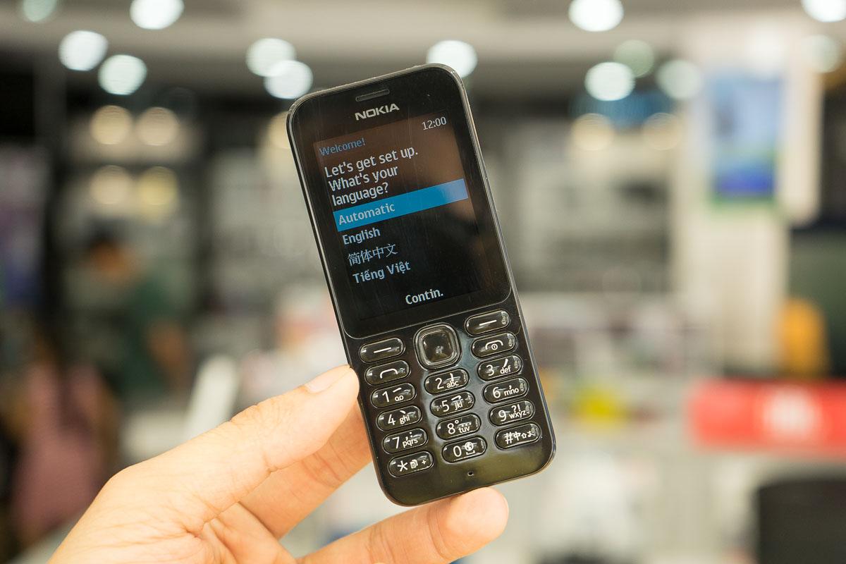 Ảnh mở hộp Nokia 222: Màu đen Jet Black, giá gần 1 triệu đồng