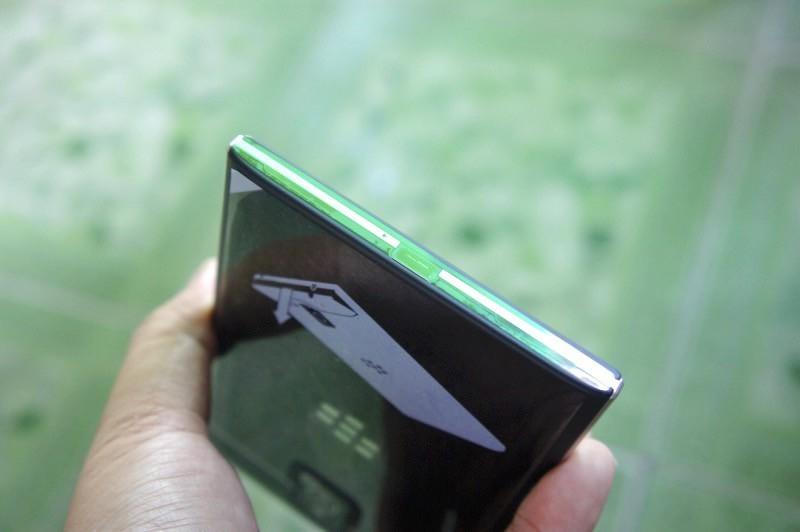 Mở hộp Blackberry Passport phiên bản Qwertygiá 6,5 triệu