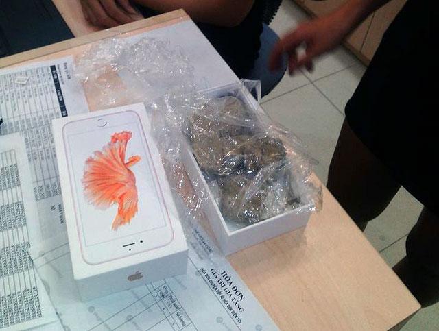 """Thế Giới Di Động trần tình vụ """"mở hộp iPhone có đá"""""""