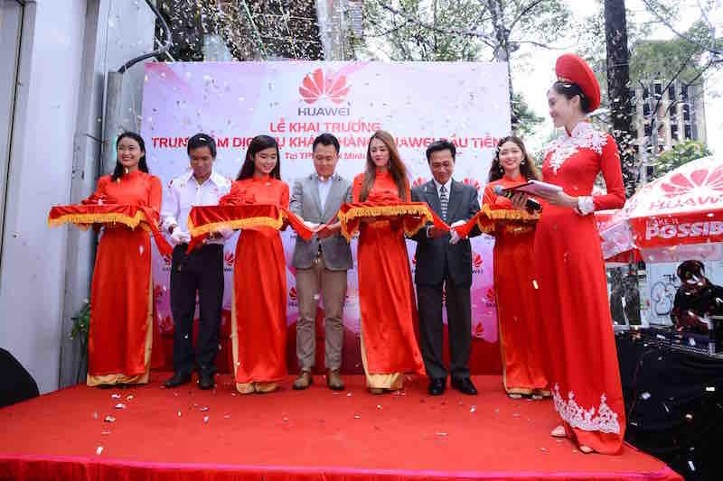 Huawei có trung tâm dịch vụ khách hàng đầu tiên