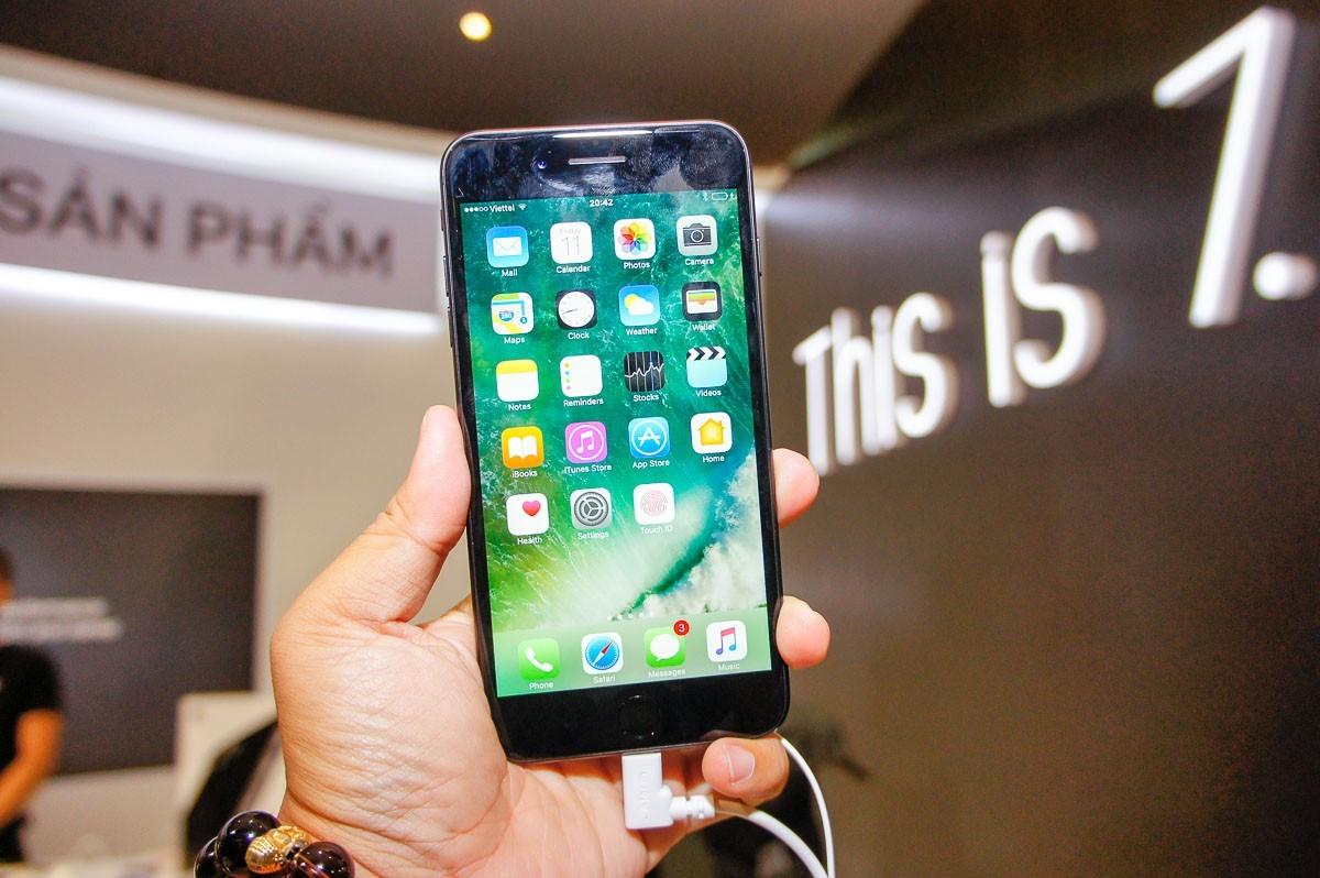"""Thế Giới Di Động tổ chức sự kiện """"Black is Back"""" mở bán iPhone 7/7 Plus"""