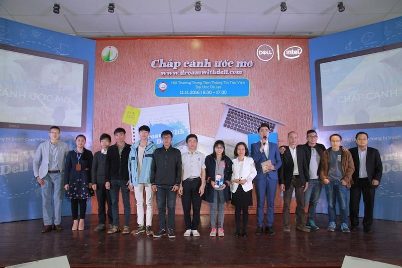 125 laptop đã được trao tặng trong chiến dịch Dream With Dell