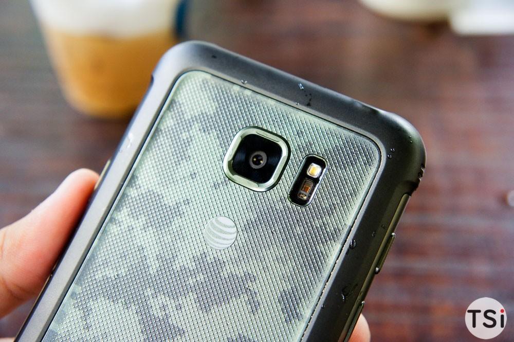 Ảnh thực tế Samsung Galaxy S7 Active: hầm hố, pin đến 4.000mAh