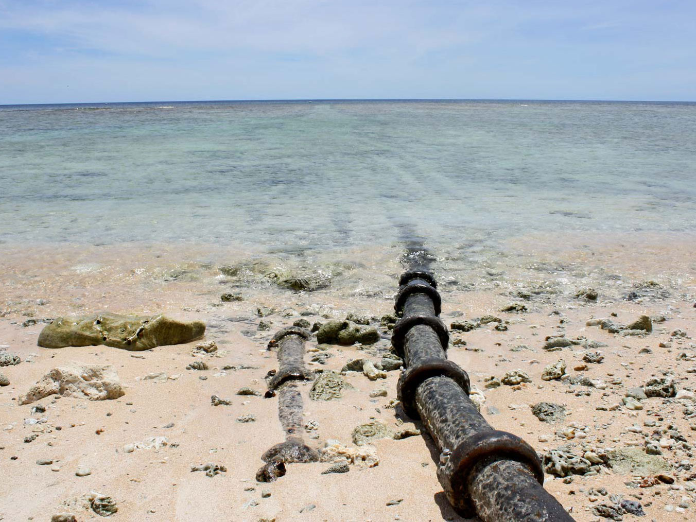 Cáp quang biển AAG chập chờn, cáp Liên Á đứt khiến kết nối đi quốc tế rất chậm