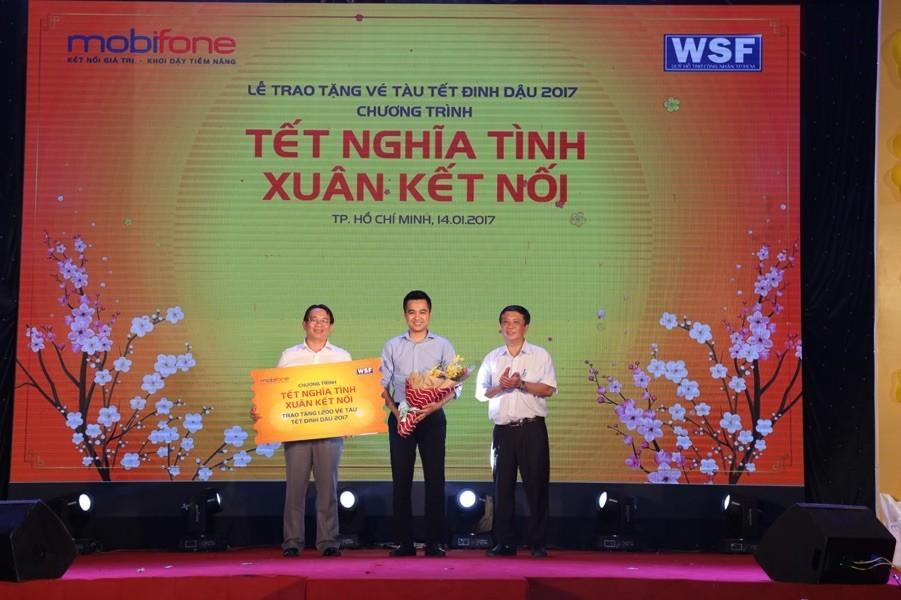 MobiFone trao tặng 1.200 vé tàu về quê cho công nhân