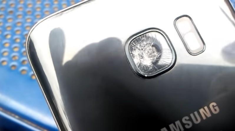 Một số người dùng Galaxy S7 gặp lỗi vỡ kính camera