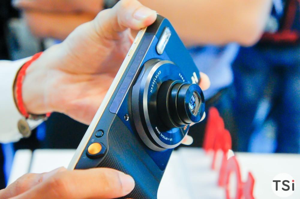 Hasselblad True Zoom Moto Mod