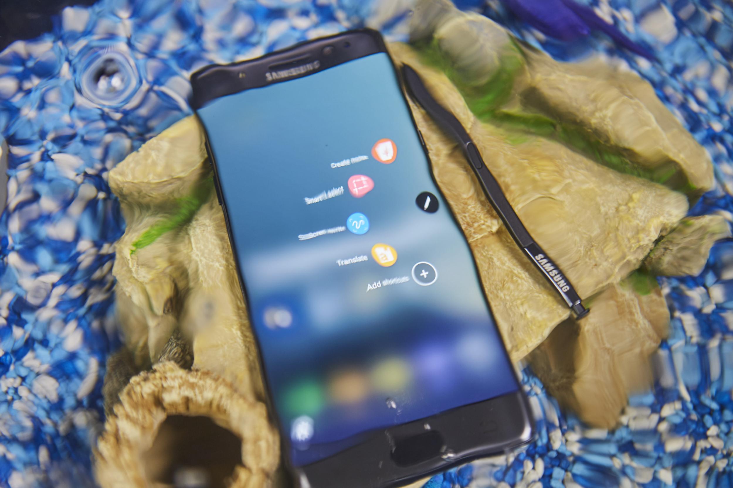 Hàn Quốc siết chặt kiểm soát pin sau sự cố Galaxy Note7