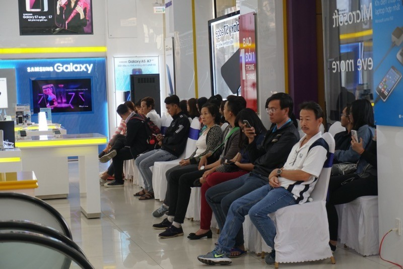 Ảnh khách hàng mua Galaxy A5/A7 2017 tại Viễn Thông A