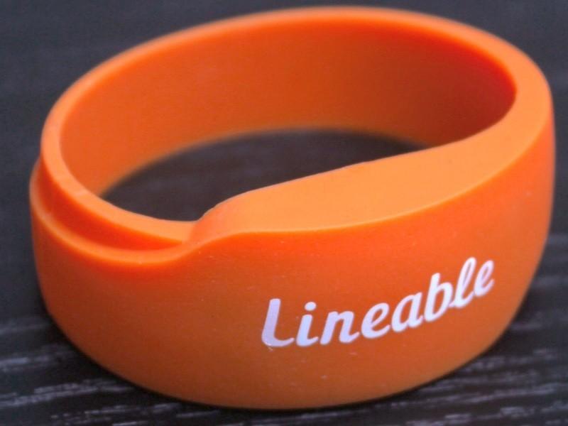 Lineable: vòng đeo tay định vị, chống lạc trẻ và không cần lo sạc pin