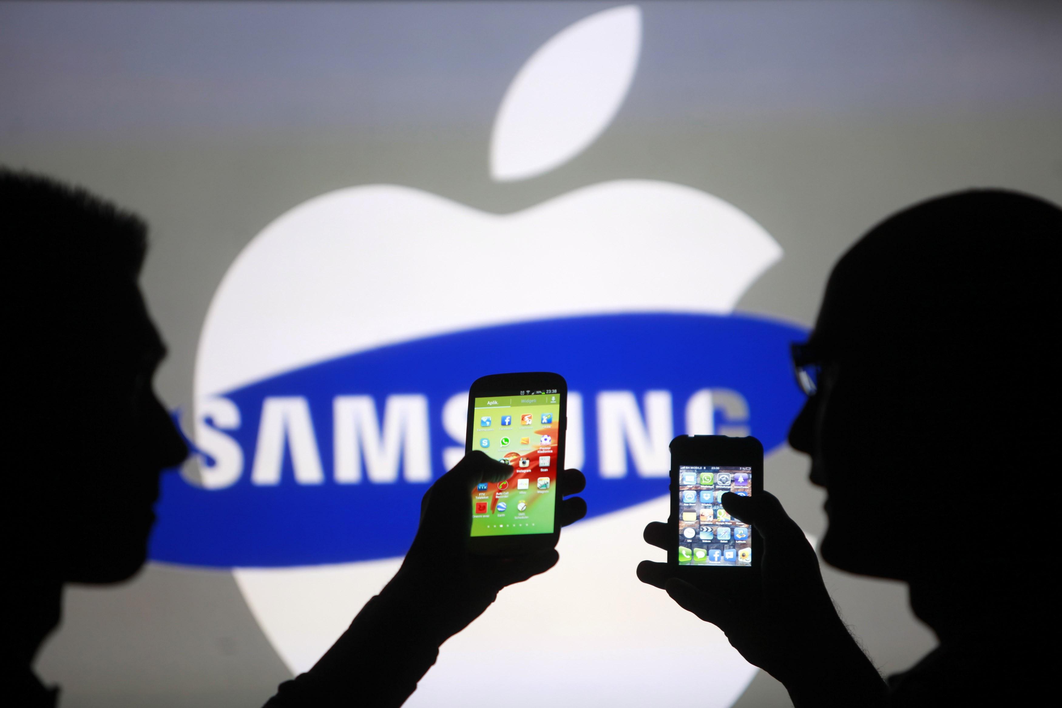 Liệu Apple đang đưa iPhone đi theo hướng Samsung Galaxy ?