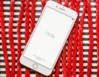 So màu đỏ của chiếc iPhone 7 Plus mới với các vật dụng