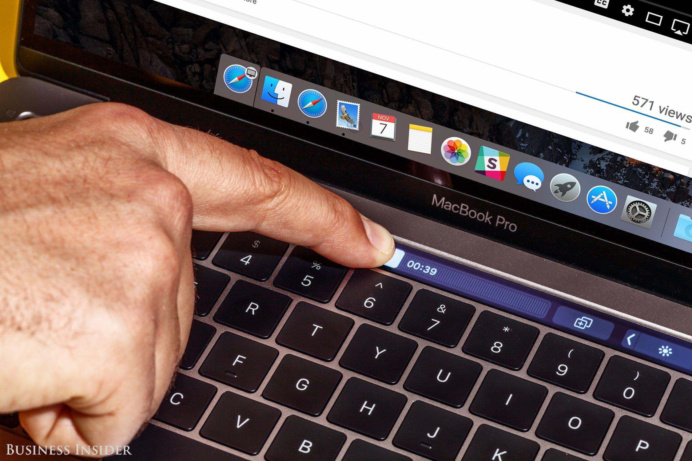 Microsoft đang thắng thế Apple ở thị trường máy tính cá nhân