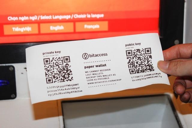 Thử mua bán bitcoin bằng máy ATM chuyên dụng đầu tiên tại Việt Nam