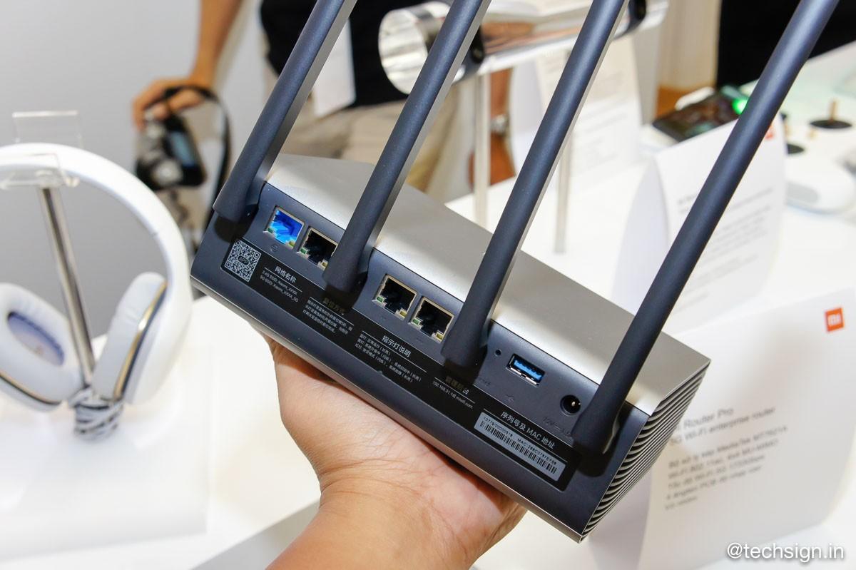 Ảnh và giá chính thức 2 router và 3 smartphone của Xiaomi vừa ra mắt