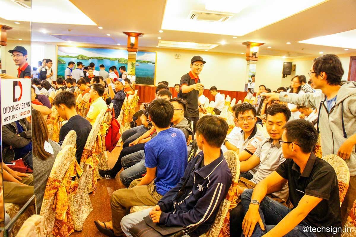Di Động Việt mổ Galaxy S8 trong buổi Offline giới thiệu sản phẩm
