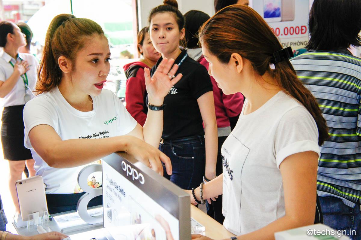 Hình ảnh mở bán Oppo F3 tại FPT Shop
