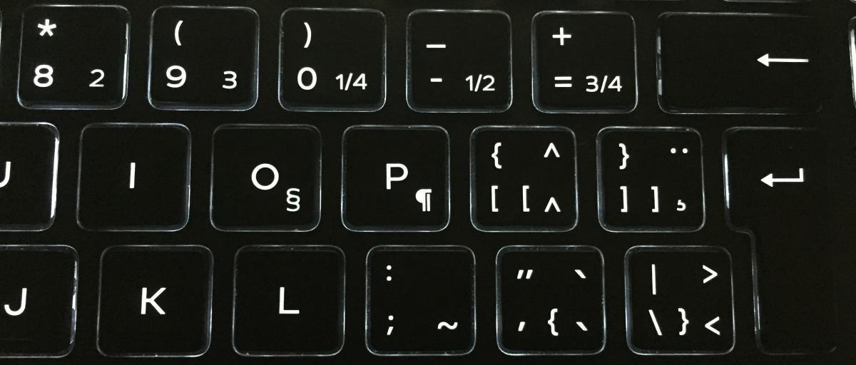 Tại sao một vài bàn phím lại có nhiều ký tự lạ trên một phím?